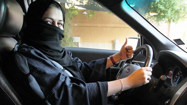 בקרוב גם לך יהיה מותר. נשים סעודיות יורשו לנהוג (צילום: EPA)