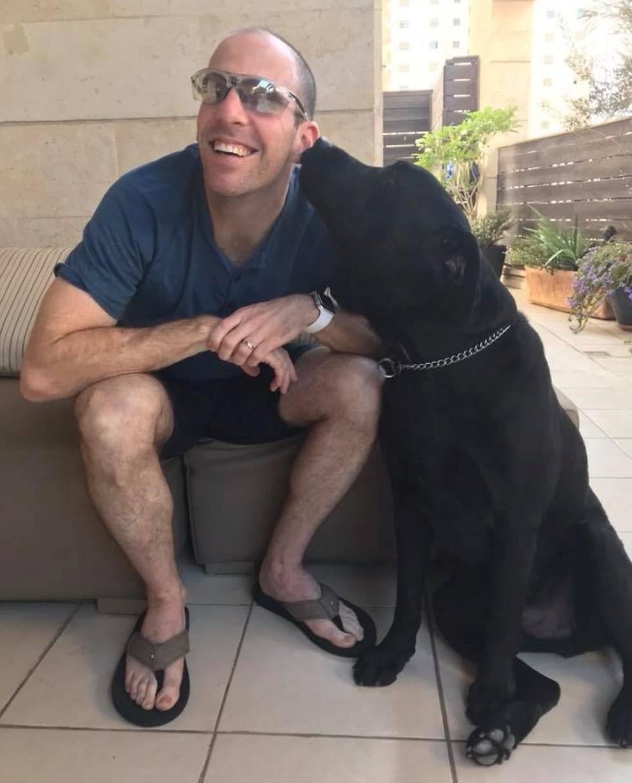 אורן בליצבלאו וכלבו
