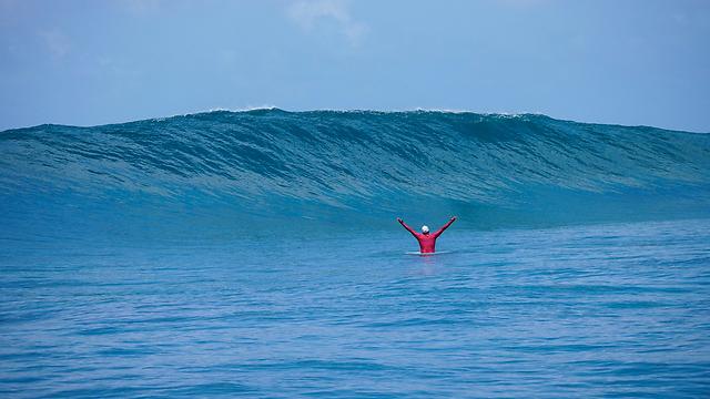 הגלים של המלדיביים (צילום: נועם אשל מ-global adventure) (צילום: נועם אשל מ-global adventure)