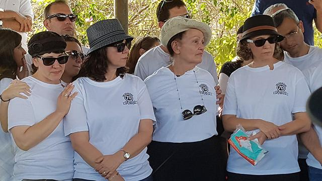 Shmerling's family, wearing a shirt that says: 'Celebrating 70 with grandpa Moti' (Photo: Yuval Hen)