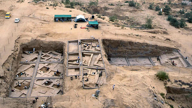 An aerial view of the excavations at Tel Es-Sakan, shows houses dating to 2600-2300 BC, taken in 2000 by the Palestinian Department of Antiquities (Photo: AP)