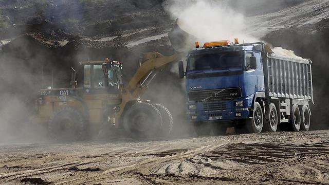 A bulldozer removes sand at Tel Es-Sakan hill, south of Gaza (Photo: AP)