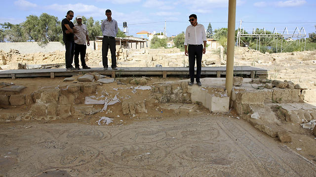 Sorosh-Wali inspects the remains of a mosaic at St. Hilarion monastery, a site of early Christianity, in Nusseirat, central Gaza Strip (Photo: AP)