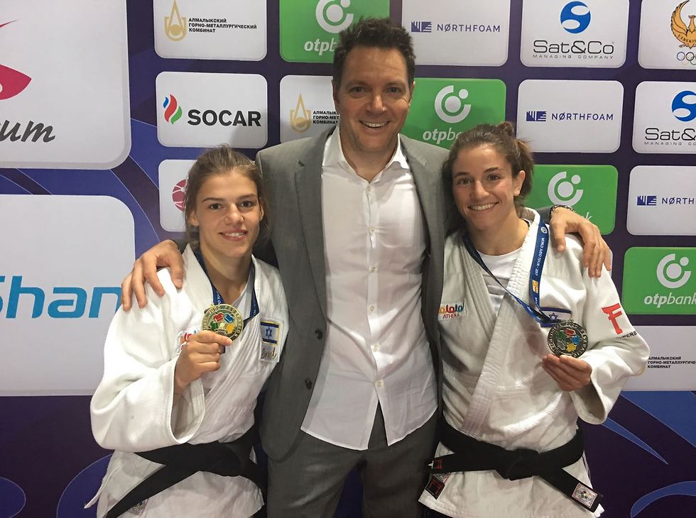 L to R: Temelkova, Hershko and Israeli silver medalist Timna Nelson Levy (Photo: IJL)