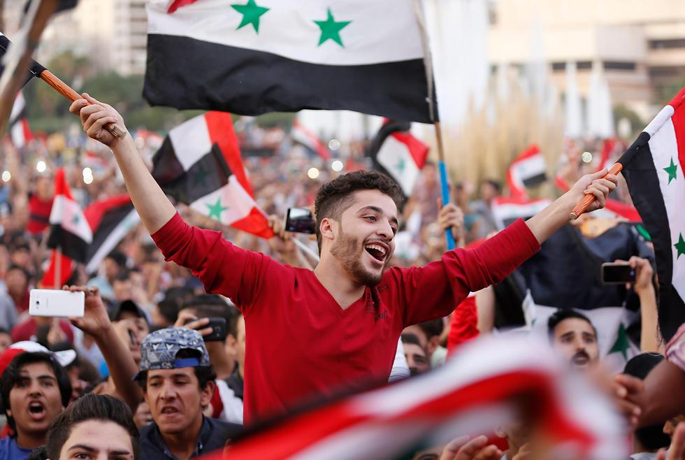 בסוריה מחפשים כרטיס לרוסיה (צילום: AFP)