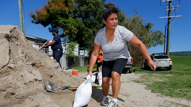 Residents fill sandbags in preparation for Hurricane Nate in New Orleans, Louisiana (Photo: Reuters)