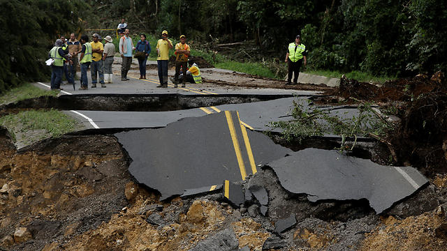 A highway, which connects with the south of the country, collapsed by Hurricane Nate in Casa Mata, Costa Rica (Photo: Reuters)