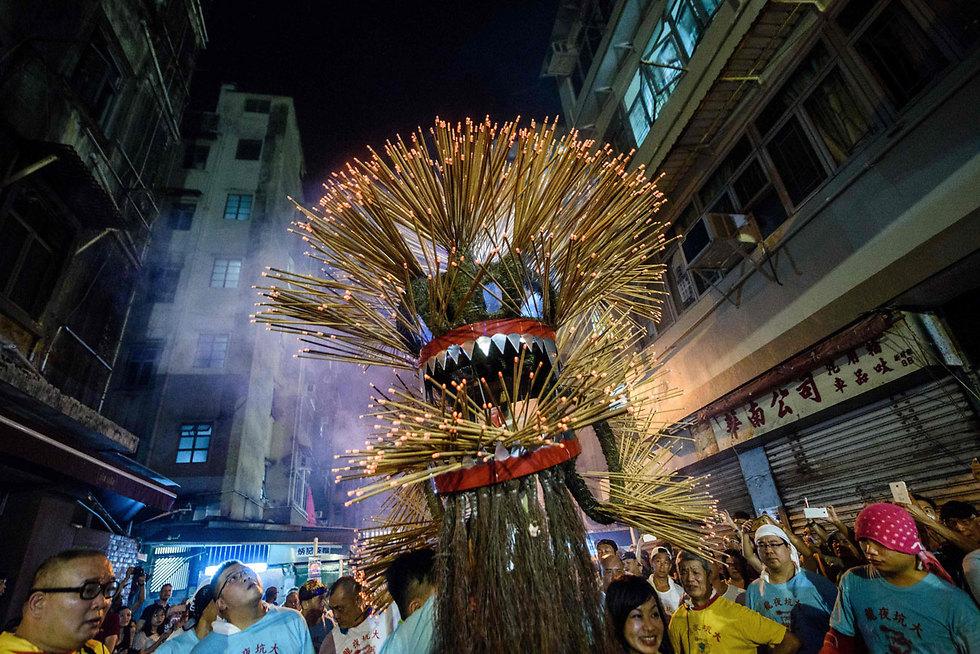 דרקון אש עשוי ממקלות קטורת בפסטיבל הסתיו בהונג קונג (צילום: AFP)