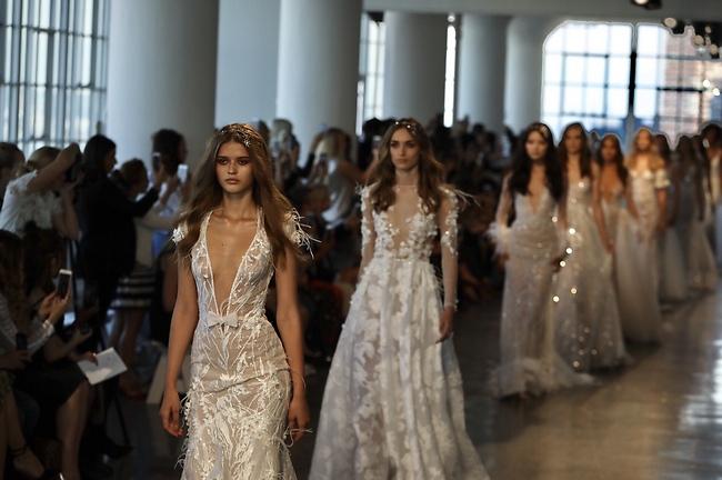 מתוך תצוגת האופנה לסתיו-חורף 2018 בניו יורק (צילום: Collin Pierson)