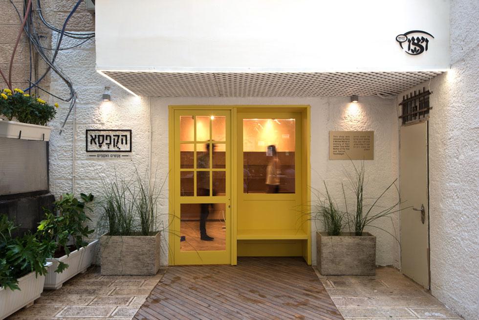 """הקופסא החדשה של ויצ""""ו בירושלים. את רעיון הדלת הצהובה קיבל האדריכל יוסי שושן בעת ביקור במוזיאון לאמנות עכשווית בנאפולי    (צילום: ליאור גרונדמן)"""