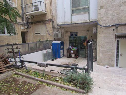 הכניסה הישנה לחנות (צילום: סטודיו סטרוקטורה | יוסי שושן)