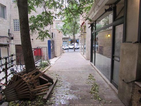המעבר מהרחוב לחנות (צילום: סטודיו סטרוקטורה | יוסי שושן)