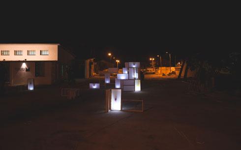 להאיר את הרחוב בלילה. הסוכה של טרמינל עיצוב ירוחם (צילום: רן עזרא)
