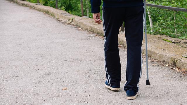 מאמץ יתר בהליכה. חשוב לבדוק בהקדם (צילום: shutterstock)
