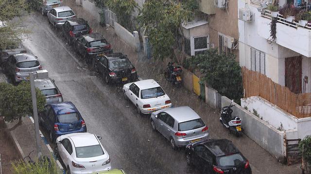 ממטרים בתל אביב (צילום: מוטי קמחי)