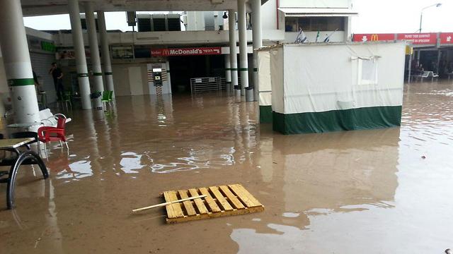 התחנה המרכזית בטבריה (צילום: טליה צדיק)