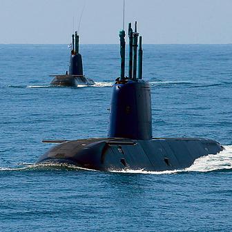 """צוללות חיל הים בפעולה. """"אנחנו, במערכת הביטחון, נמצאים בבעיה לא פשוטה"""""""
