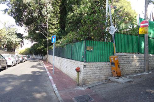 השכונה יוקרתית, שמות הרחובות בעלי צליל זר, אך המראה ישראלי טיפוסי (צילום: מיכאל יעקובסון)
