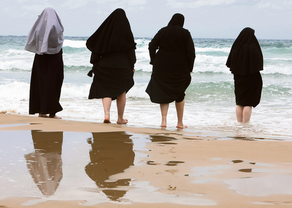 תל־אביב    גשם? הצלייניות לא נבהלות   צילום: שאול גולן