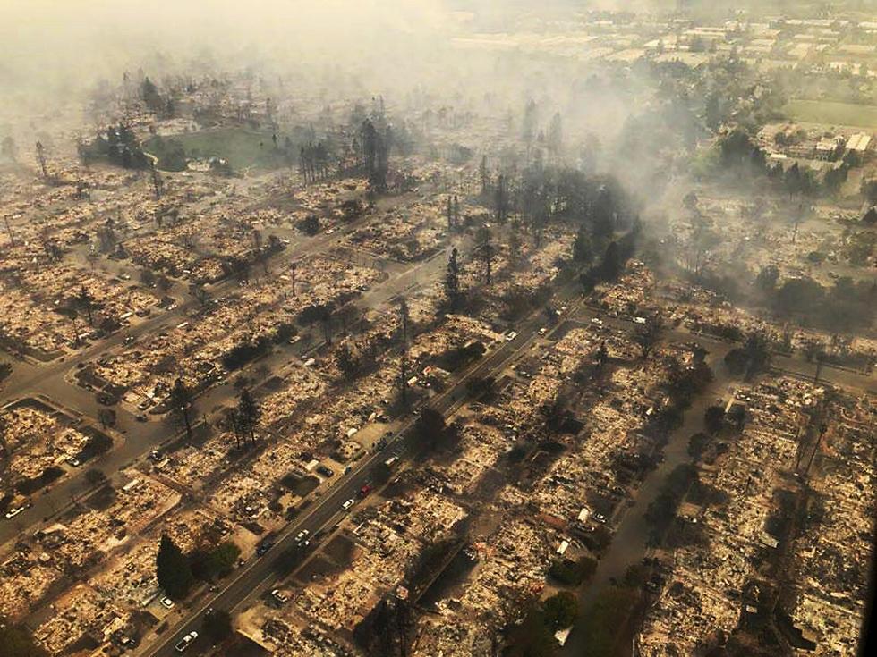 מאות בתים שנחרבו בשריפה, מבט מלמעלה (צילום: AP)