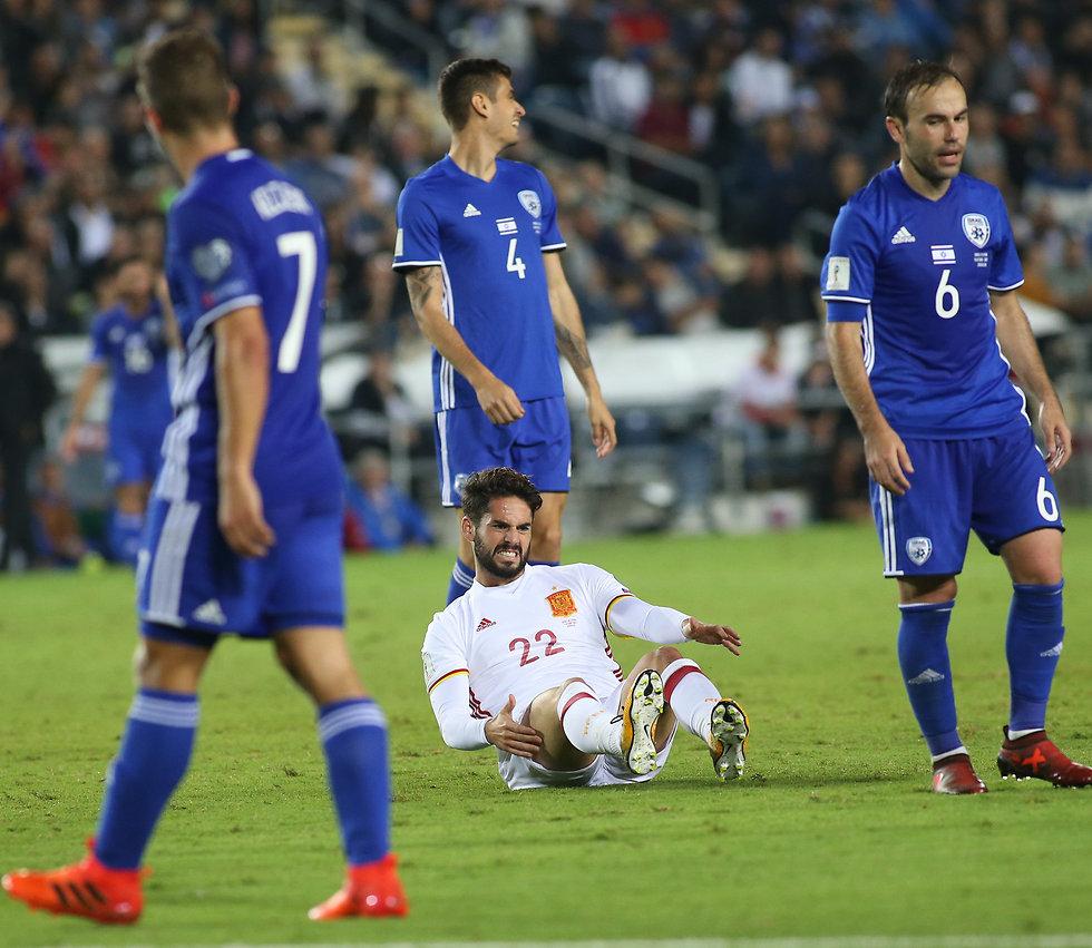 הנבחרת במשחק מול ספרד (צילום: עוז מועלם) (צילום: עוז מועלם)