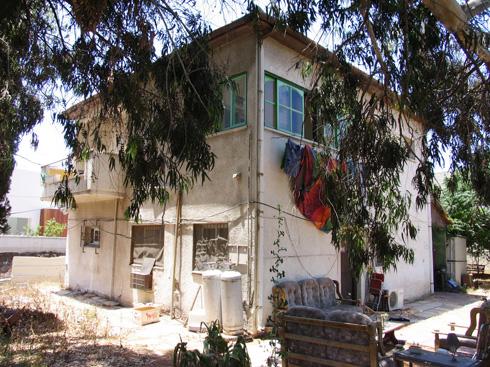 לפני השיפוץ: הבית בשכונת תל ברוך (צילום: שרון רז)