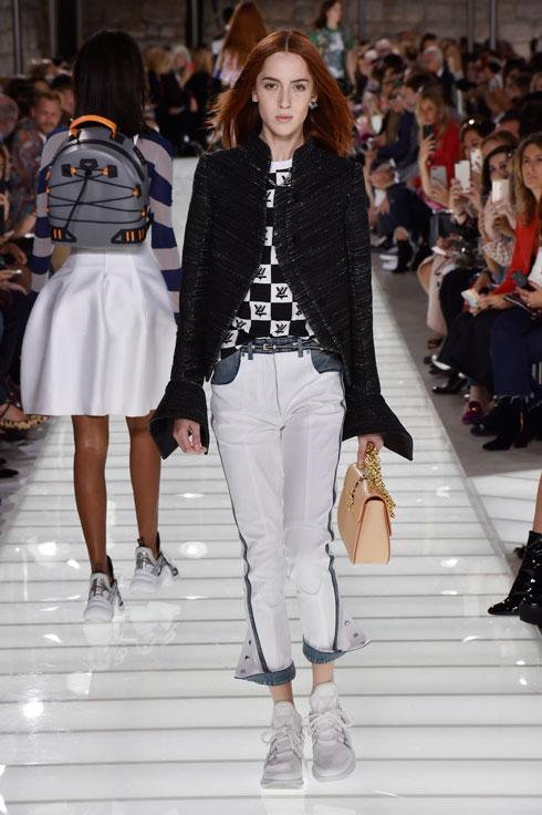 טדי קווינליבן בתצוגה של לואי ויטון. התגלתה ב-2015 על ידי ניקולא גסקייה, המנהל הקריאטיבי של בית האופנה (צילום: Gettyimages)