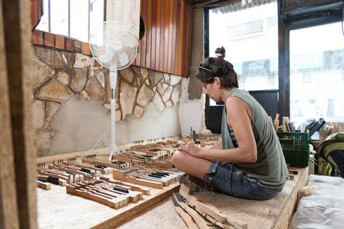 אמנים נרתמו לעיצוב המקום (צילום: ליאור גרונדמן)