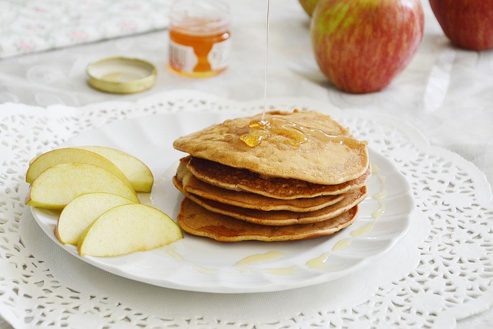Яблочные панкейки с израильской добавкой