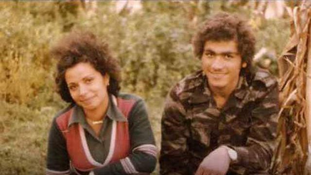 דלאל מוגרבי (משמאל) ()