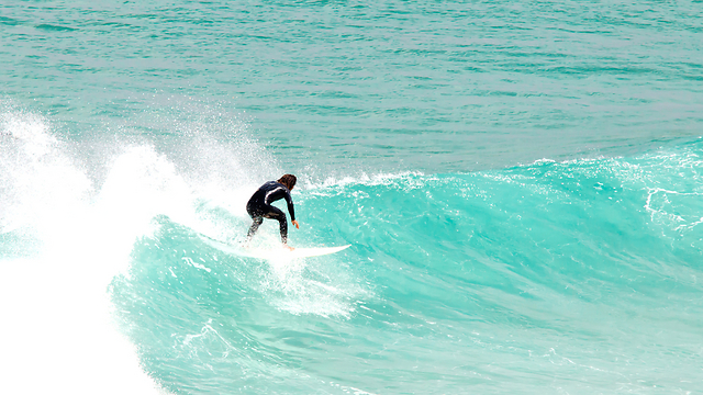 ויש גם גלים לא רעים בכלל (צילום: שאטרסטוק) (צילום: שאטרסטוק)