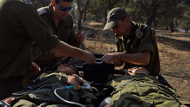 Practicing emergency care (Photo: IDF Spokesperson's Unit)