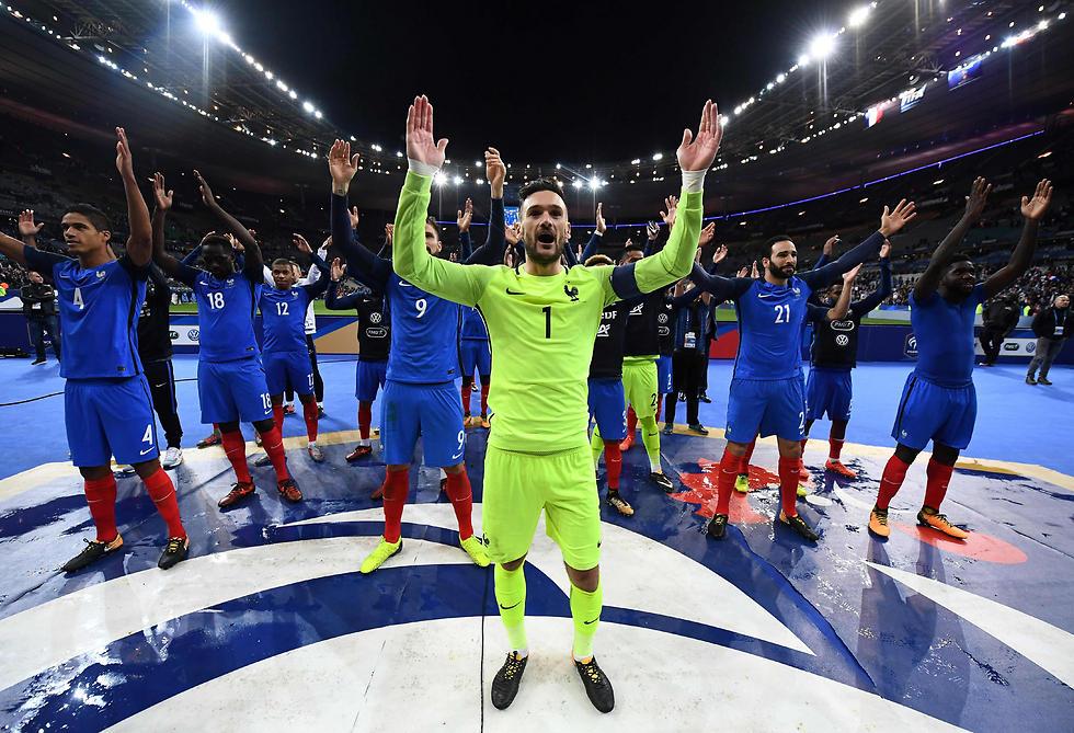 אפשר להמשיך לחגוג גם אחרי ההגרלה. נבחרת צרפת (צילום: AFP) (צילום: AFP)