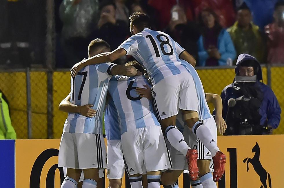 נבחרת ארגנטינה חוגגת (צילום: AFP)