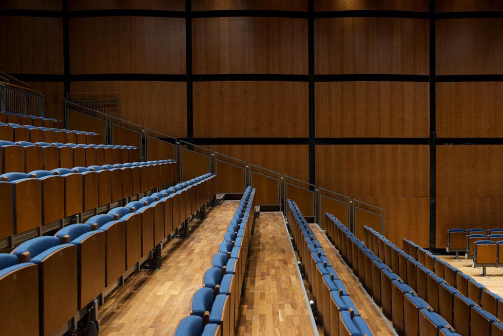 עיצוב האולם חף מאלמנטים בולטים או נועזים. האקוסטיקה קבעה, כך נדמה, כיצד האולם ייראה. עכשיו צריך גם לשמוע (צילום: גדעון לוין)