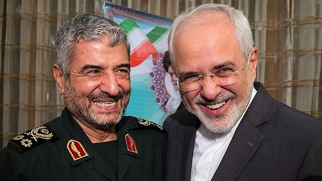 Iran's Foreign Minister Zarif with the head of the Revolutionary Guards Ali Jafari (Photo: Reuters)