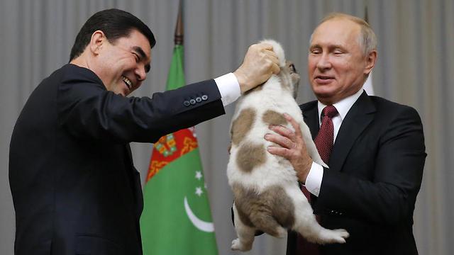 שליט טורקמניסטן עם נשיא רוסיה פוטין (צילום: רויטרס) (צילום: רויטרס)