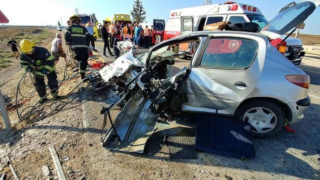 זירת התאונה בכביש 383, ליד קריית מלאכי (צילום: איחוד הצלה)