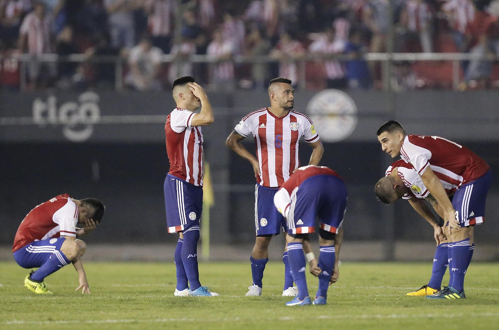 פישלו ברגע האמת. שחקני נבחרת פרגוואי (צילום: AP) (צילום: AP)