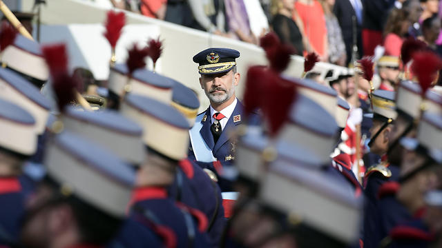 המלך פיליפה במצעד הצבאי (צילום: AFP)