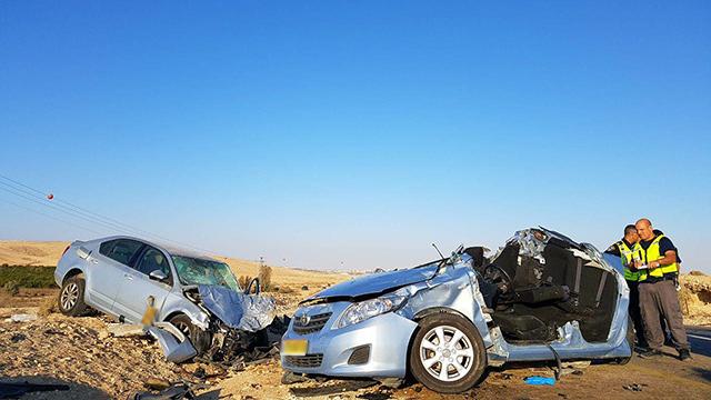 זירת התאונה ליד דימונה (צילום: רועי עידן)
