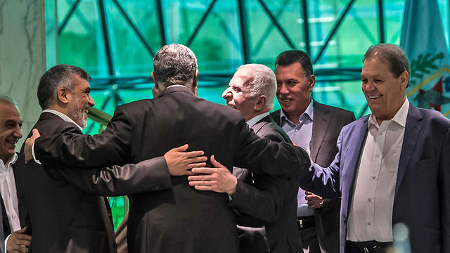 Hamas and Fatah sign a reconciliation agreement (Photo: AFP)