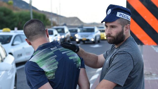 אחד העצורים (צילום: דוברות המשטרה)
