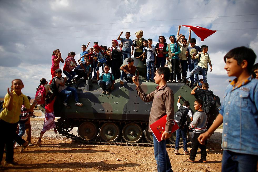 כוחות צבא טורקיה סמוך לגבול סוריה (צילום: רויטרס)