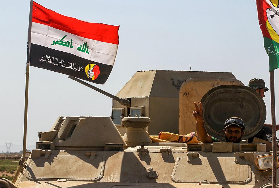 סימני ניצחון לכוחות העיראקיים על דאעש  (צילום: AFP)