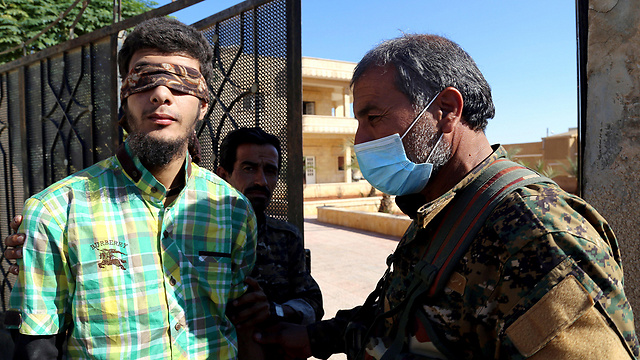Man suspected of belonging to IS detained in Raqqa (Photo: Reuters)