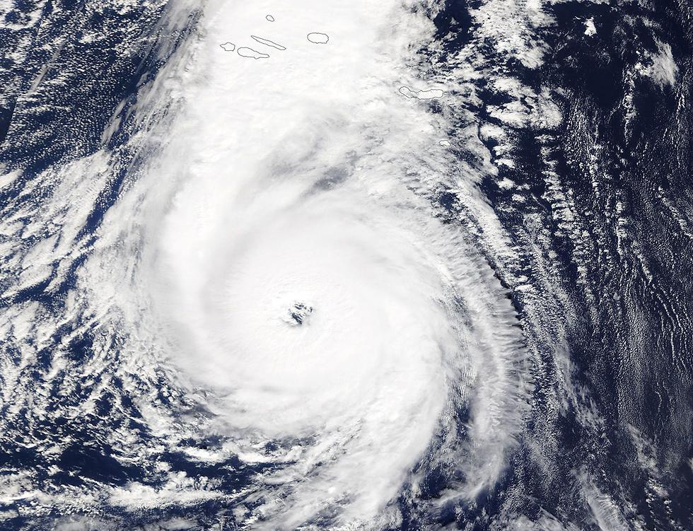 """ההוריקן """"אופליה"""" באוקיינוס האטלנטי (צילום: EPA) (צילום: EPA)"""