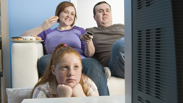 אחד הגורמים למגיפת ההשמנה. אורח חיים יושבני (צילום: shutterstock)