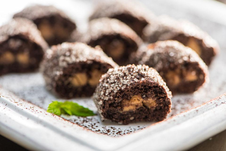 Рулетики с какао из теста шекмек. Фото: Анат Царфати