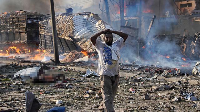 זירת הפיגוע במוגדישו (צילום: AP) (צילום: AP)